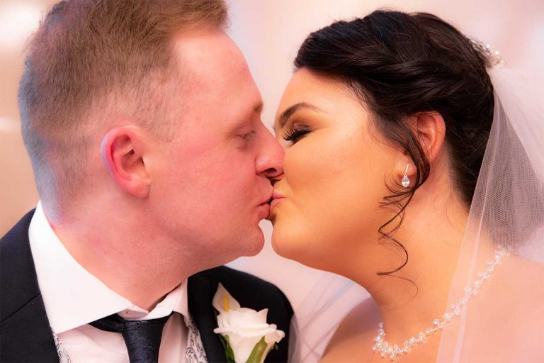 Wedding-bride-and-groom-kissing-Lloyd-Dunkley-Photography-0L8A0394